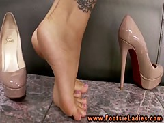 Footjob asian with feet jewelry fucked and loves it