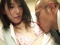 Woman gets her Pussy licked by old Guy
